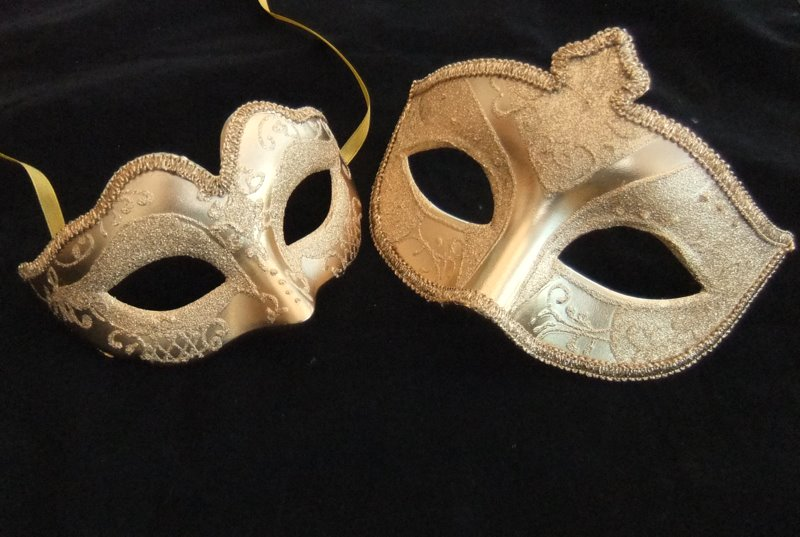 pearsonhomemoving-review-venician-masks